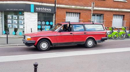 Voiture de collection « Volvo 244 Break »