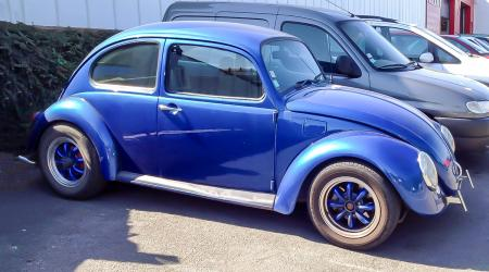 Voiture de collection « Volkswagen Coccinelle Cal look »