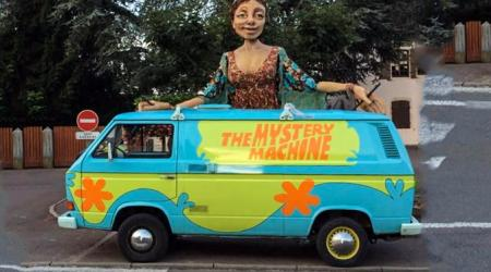 Voiture de collection « VW transporter The Mystery Machine »