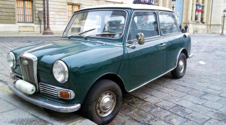 Voiture de collection « Wolseley Hornet verte »
