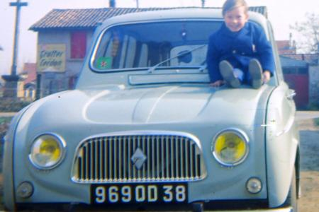Voiture de collection « Renault 4 bleue ciel »