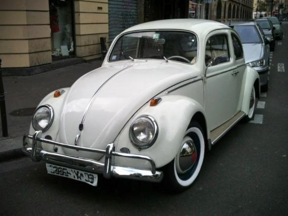 volkswagen coccinelle blanche une voiture de collection. Black Bedroom Furniture Sets. Home Design Ideas