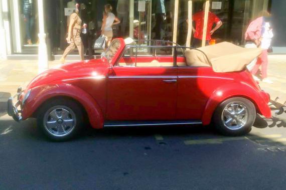volkswagen coccinelle cabriolet une voiture de collection propos e par xavier r. Black Bedroom Furniture Sets. Home Design Ideas