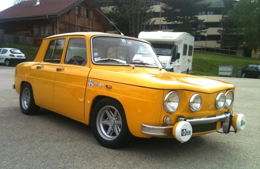 renault 8 s jaune une voiture de collection propos e par cassandre f. Black Bedroom Furniture Sets. Home Design Ideas