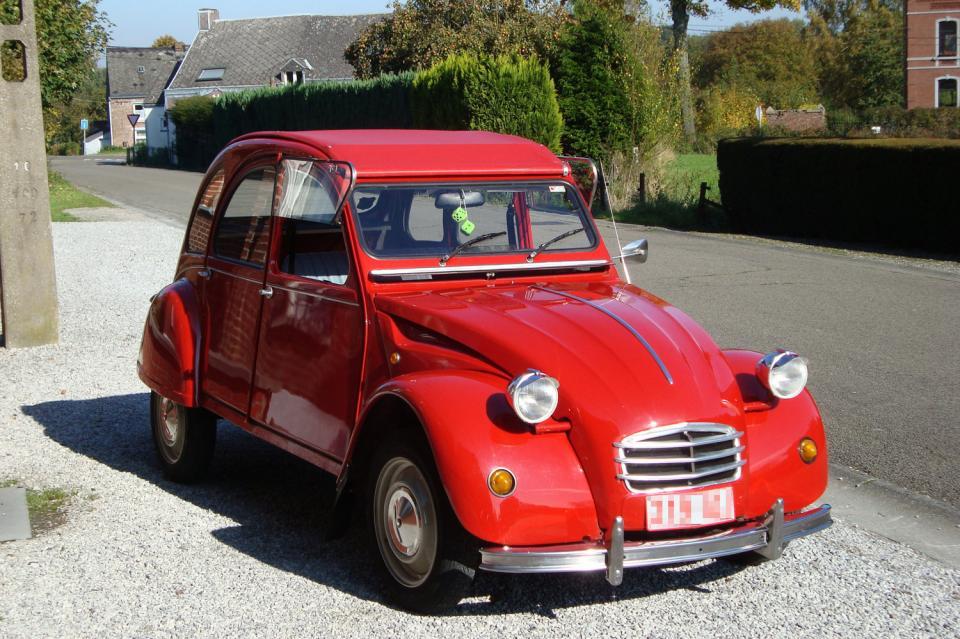citro u00ebn 2cv rouge  une voiture de collection propos u00e9e par
