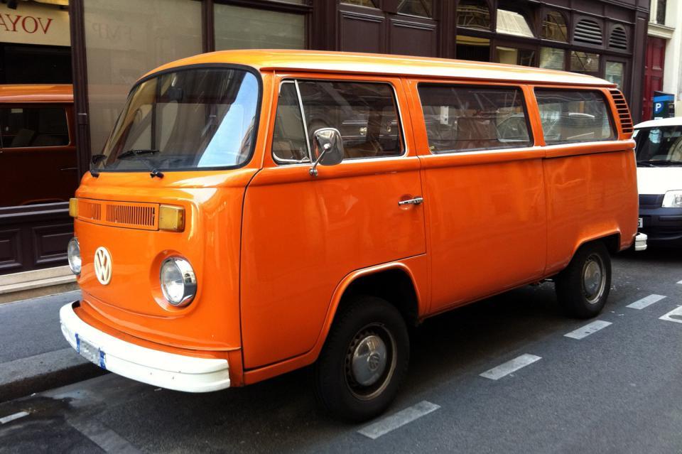 combi volkswagen bay window orange